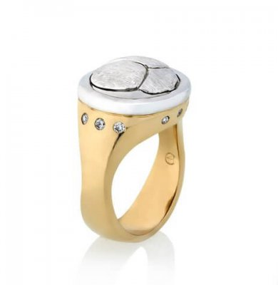 SCARAB LOGO RING IN SOLID 9K WHITE GOLD + 9K YELLOW GOLD + DIAMONDS